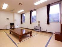 *和室10畳/4名様までお泊まりいただける広いお部屋です。