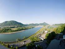 ホテルより長良川・金華山を望む 清々しい朝のパノラマ
