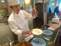 【朝食】目の前で作るこだわりのオムレツが人気!ホテルシェフが食材に魔法をかけます♪