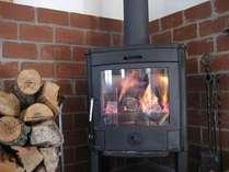 薪ストーブのやさしい暖かさと炎を見ながらゆっくりと