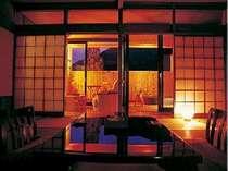 露天風呂付き客室 【川の寮 四季彩】眼下に広がる飛騨川のせせらぎをお楽しみ下さい。
