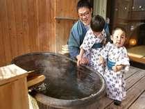 家族だけの時間を楽しむ客室露天風呂♪露天風呂にちびっこもドキドキ!!