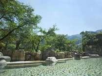 晴天の中、名湯を楽しむ大野天風呂♪飛騨の自然の輝きに心癒される。
