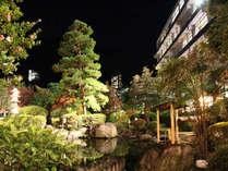 夜の日本庭園♪鮮麗された和の景色をライトアップでお楽しみ頂きます。
