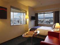 [コーナーダブル]2面の窓から光が差し込む明るい角部屋22平米。景色を楽しめるビューバスが人気。