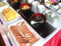 朝食はこれだけの品数が何と食べ放題!!朝からしっかり体力を付けましょう☆