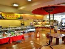 1階ロビーの売店には、嬉野の特産品を多数揃えている。