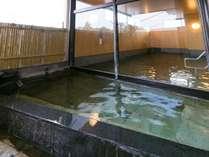 大浴場には露天風呂も併設。極上の美肌湯を開放的な空間で。