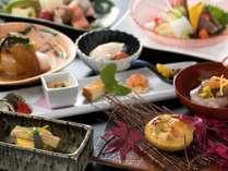 メインの秋鮭豆乳バター鍋の他、鰹、馬鈴薯など旬を味わう『四季懐石』(9/1から11/30までの料理イメージ)