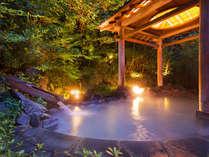 濁り湯、ヒスイ色の湯、硫黄かおる透明湯――4種の自家源泉を持つ当館だけの、飽きない湯めぐり