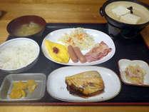 *【朝食一例】温かいごはん、お味噌汁、玉子料理、湯豆腐、魚料理などの和洋食です!