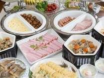 朝食は和洋バイキングです 。お好みのご朝食をたっぷりとお楽しみいただけます!