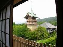 すぐそばには京風情のある祇園閣
