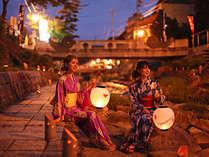 1000個の竹灯篭が玉造温泉街をほんのり照らします。