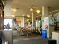 ゲレンデを眺められる広いレストラン!ファーストフードコーナーもあります