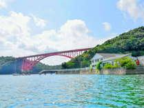 当館は的矢大橋のふもとにあります。
