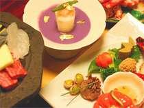【夕食】旬の食材を用いた会席料理の夕食