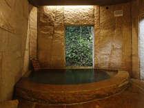 *男性風呂リニューアル!古代の雰囲気のなか、かけ流しの温泉をお楽しみ下さい。