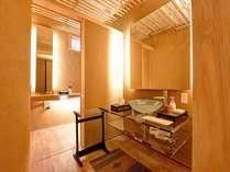 *和洋室「八上」/和の佇まいを施すインテリア。近代的な施設もそろえ快適性を追求。