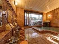 """*本館女湯/御影石、インド砂岩などの自然石を施した大浴場。美肌の湯""""湯の川温泉""""源泉かけ流しです。"""