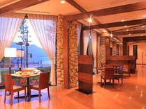 中禅寺を眺めながらお食事をお楽しみください。