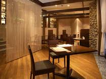 木の素材感を重視したレストラン