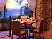 お食事はご夕食・ご朝食共に、レストランにてお召し上がりいただいております。