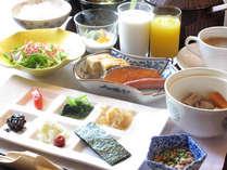 自慢の出し巻卵や、旨みたっぷりのお味噌汁など、一品一品、丁寧に仕上げ朝食は料理長のこだわりが満載。