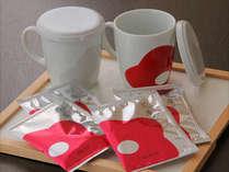 客室には花庵茶(はなのいおりちゃ)とオリジナルマグカップがございます。