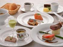 湖畔のフレンチレストランで地元食材満載のディナーをご用意♪