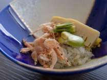 春料理:【凌ぎ】蕗味噌散らし 筍 桜海老