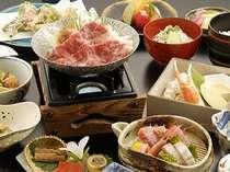 「地産地消」にこだわり、厳選した食材を使った料理(写真:福島牛すき焼き膳)01