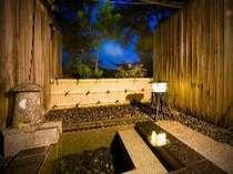【本館】露天風呂付き客室の露天風呂温泉街を見下ろせる眺望露天