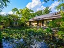 【小高い丘に建つ一軒宿】磐梯熱海駅から徒歩約10分ほどとアクセスも良く、自然豊かな温泉旅館です。