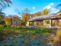 【小高い丘に建つ一軒宿】磐梯熱海駅から徒歩約10分とアクセスも良く、自然豊かな温泉旅館です