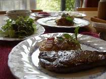 地元牧場産を中心とした牛フィレステーキをメインにしたコース料理全7品です。