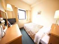シングルルームベッド幅123㎝でゆったり♪ぐっすり眠れます。