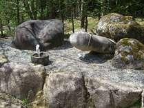 パワースポット中尾白山神社にある子宝岩。ご夫婦&カップルには、人気スポットです♪