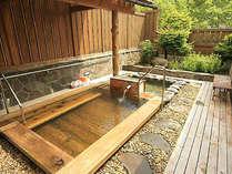 志賀高原の雄大な自然に囲まれた露天風呂。