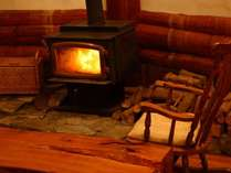 【10月上旬~4月中旬】カナダ製Regencyの暖炉は猫スタッフもお気に入り BEPAL No.308薪ストーブの宿掲載