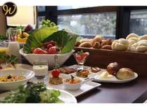 茨城県産の野菜を中心にブッフェスタイルで