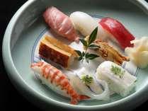 和食堂「欅(けやき)」の寿司。芸術的とも言える熟練の技をご覧になりながら舌鼓を。※イメージ