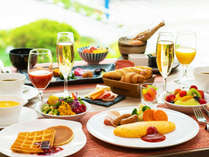 「目覚めるのが楽しみな朝」へ。食材にこだわった彩り豊かな品々は、思わず食べ過ぎてしまうほど。