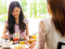【朝食ブッフェ】からだ目覚める朝食は、太陽の光が照らす解放的なレストランで。※イメージ