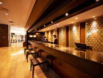 【フロント】お客様に快適にお過ごしいただけるよう、快適な空間をご用意してお待ちしております。