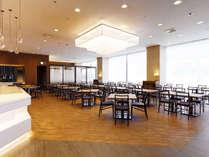 【カフェレストラン パルテール】夕食・朝食ともに、種類豊富な「旬の味わい」をブッフェ形式で。