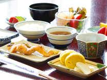 *朝食もご満足いただけるように作っております。