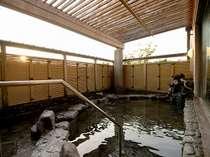 当館一番人気の露天風呂!!ゆっくり温まることが出来ます。