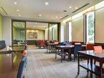 *【レストラン】開放感があり、洋風・和風・旬々亭とスペースが分かれています。