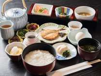 *【ご朝食一例(朝粥)】ボリュームたっぷりのお粥御膳。